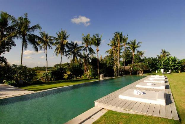Magical 8 bedroom next to Canggu