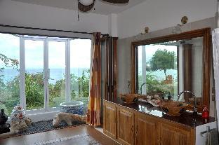 picture 3 of A Rare Gem Spacious Waterfront Home