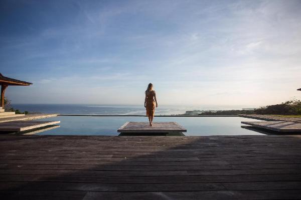 Palatial Wooden Villa, 4 BR, Lovina w/ staff Bali