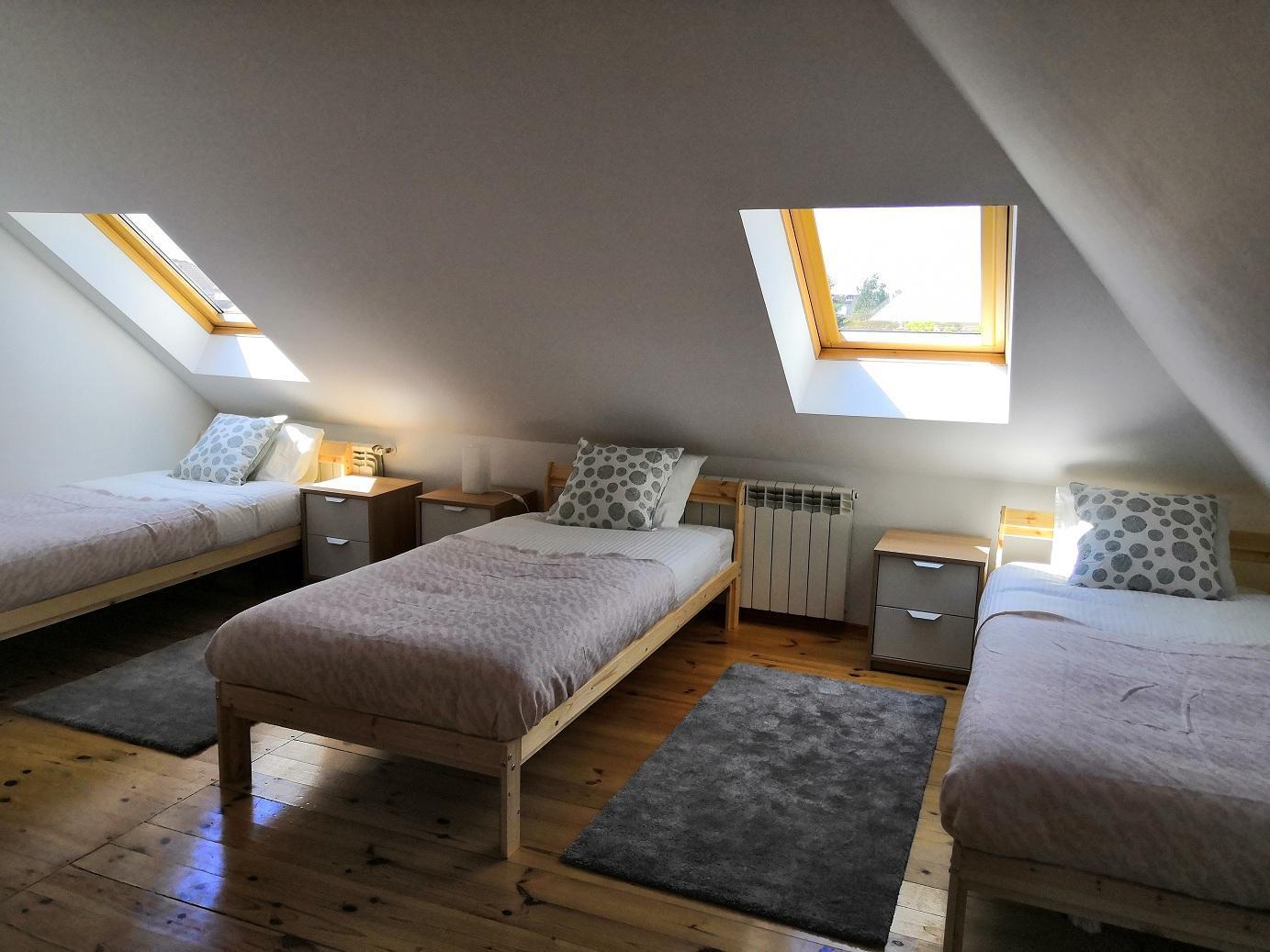 3 Single Beds People Room 208