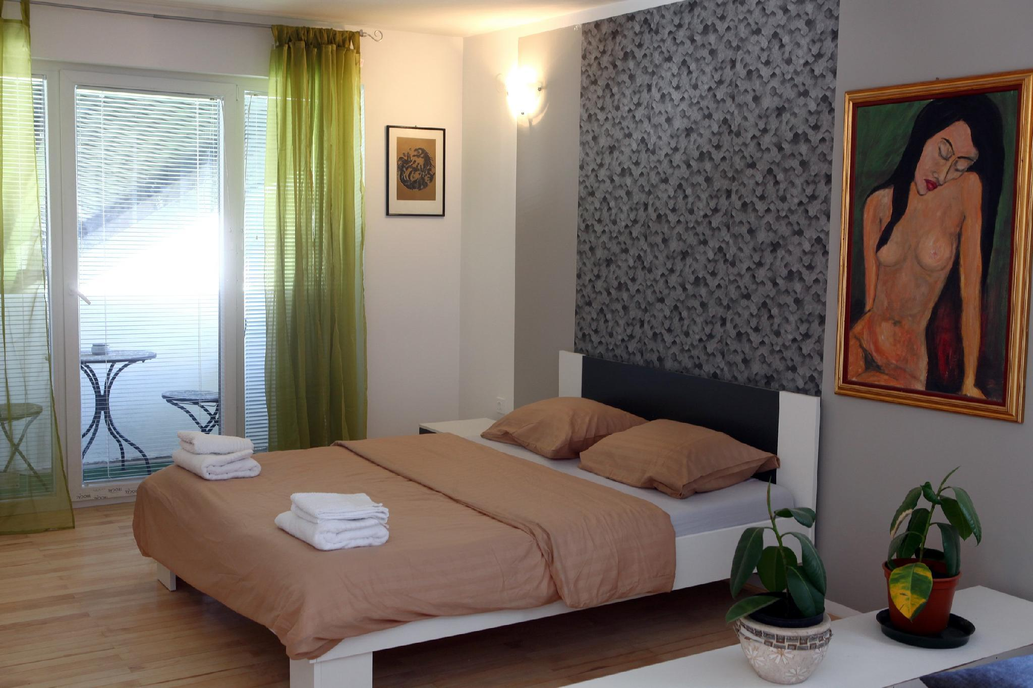 Guesthouse Apartment With Balcony OKI6
