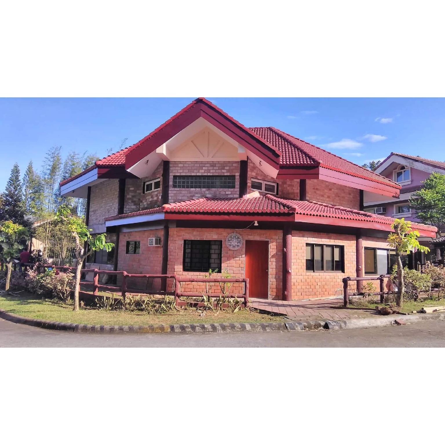 Tagaytay Canyon Woods Brick House