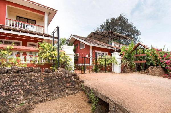 Charming room for 3, tucked in greenery/74108 Goa