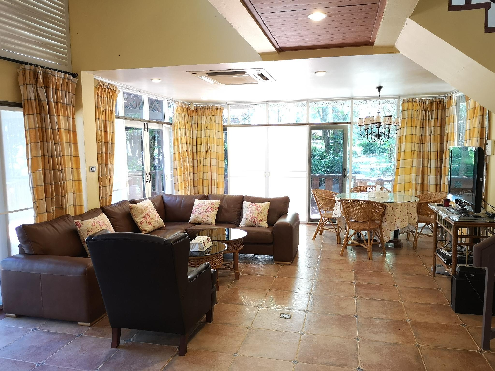 Khao Yai Vintage House 3BR 3BA For 6 Up To 12 Ppl