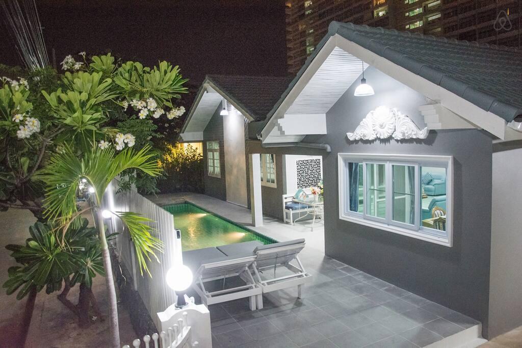 Aileen Pool Villa  5 Bedrooms Pattaya