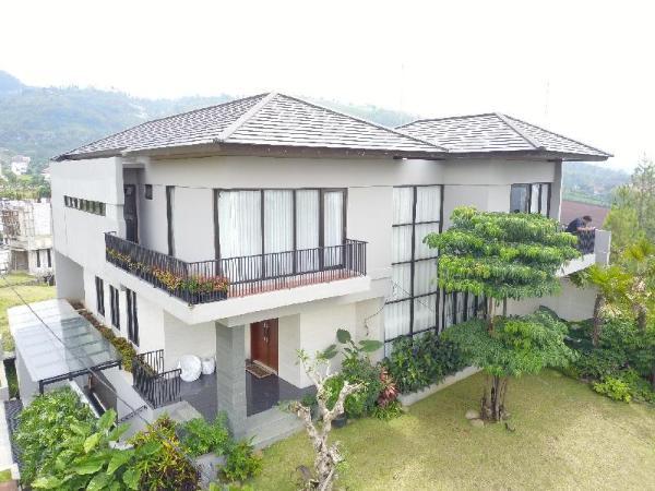 Rumah Jendela Dago Pakar - Bisa disewa u/ Syuting Bandung