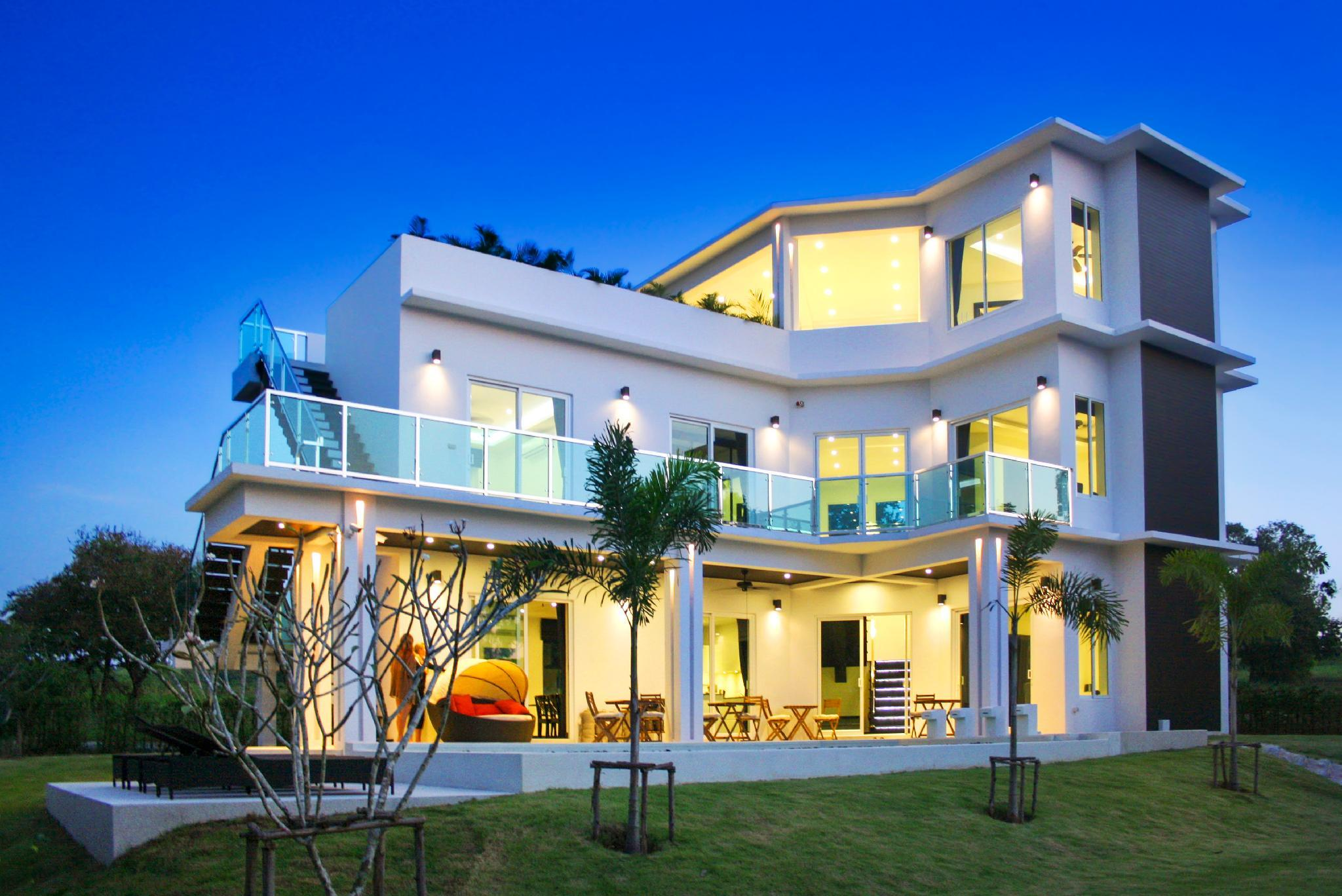 Phoenix Golf 4 bedroom pool villa