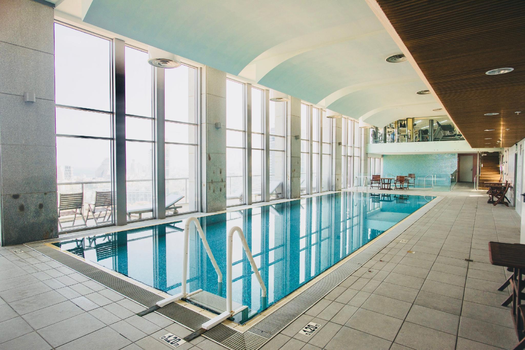 Sea Views TLV Top Floor 2BR 2BA~Pool AndGym+Parking