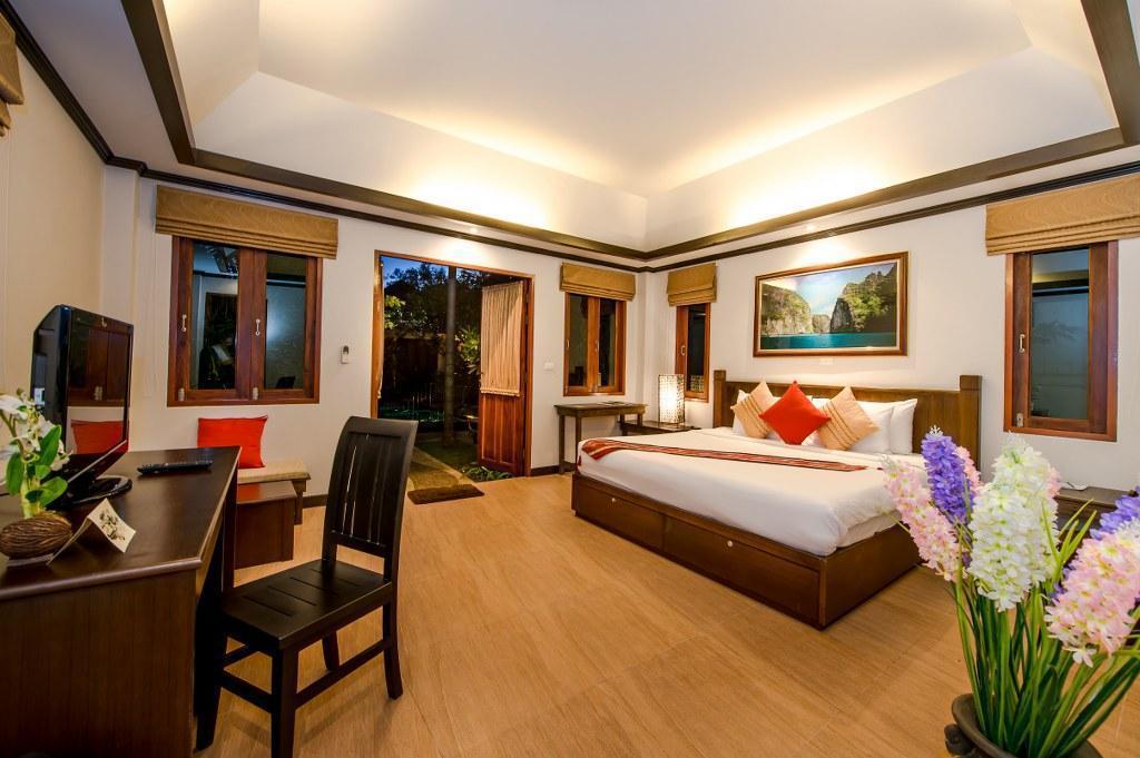 Palm Coco Villas 16BR Sleeps 32 w/ Pool วิลลา 16 ห้องนอน 16 ห้องน้ำส่วนตัว ขนาด 1600 ตร.ม. – บางเทา