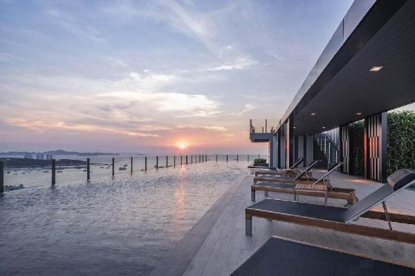 the base apartment sea view infinity pool Pattaya