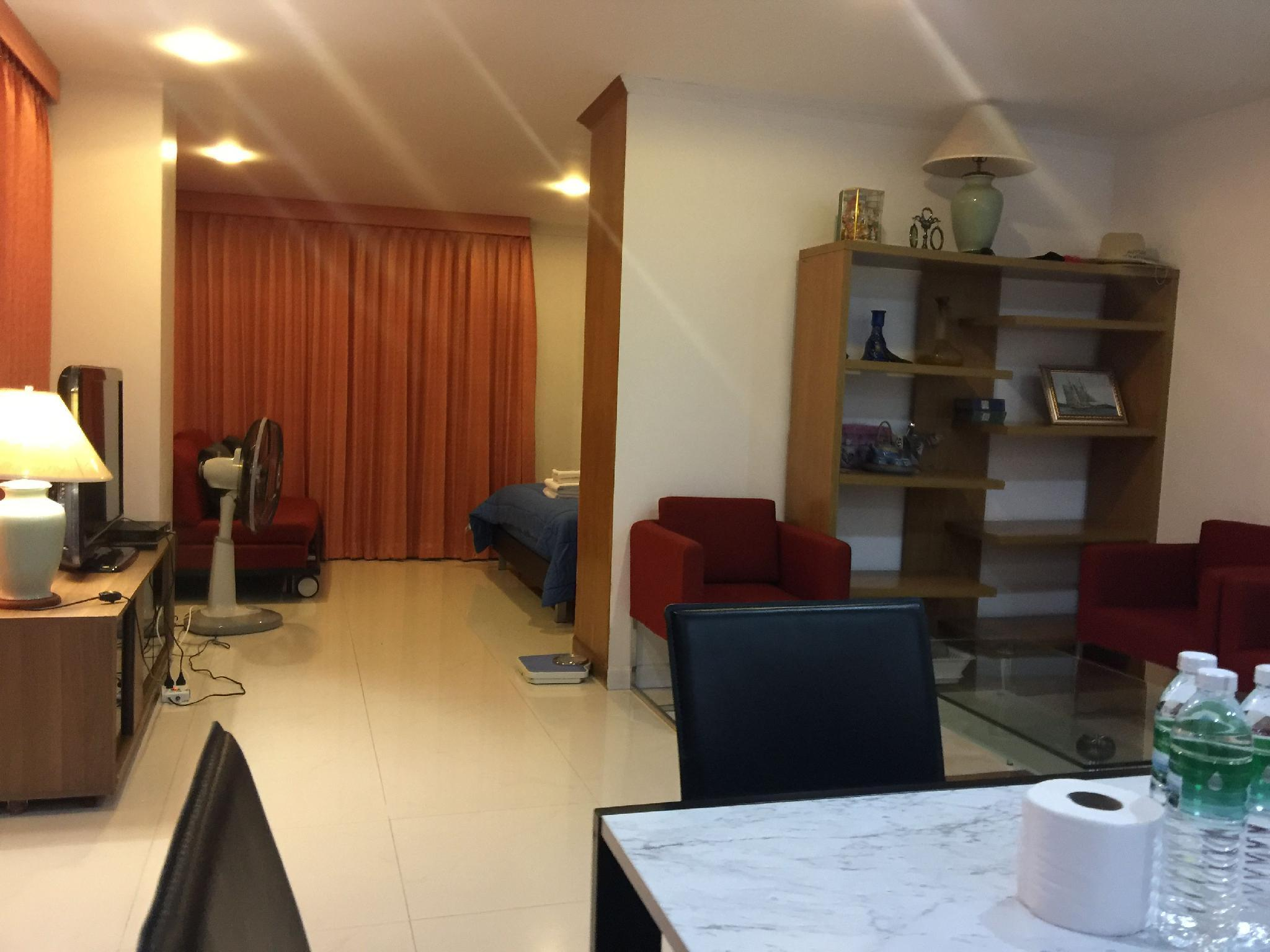 Modern Studio Within Walking Distance To The Beach