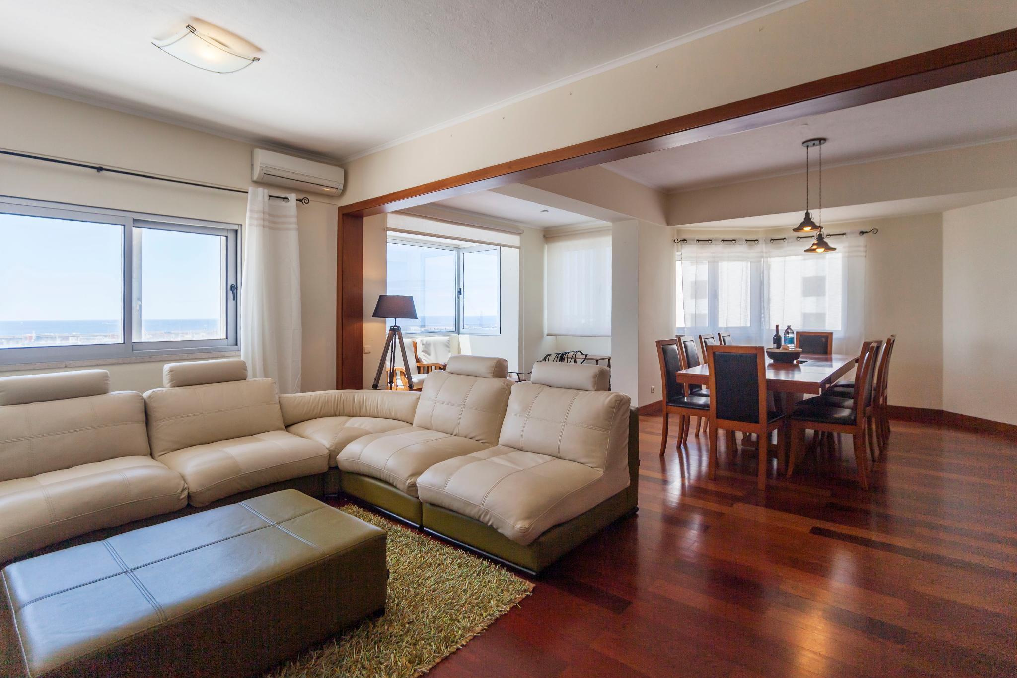 Deluxe Marina Apartment