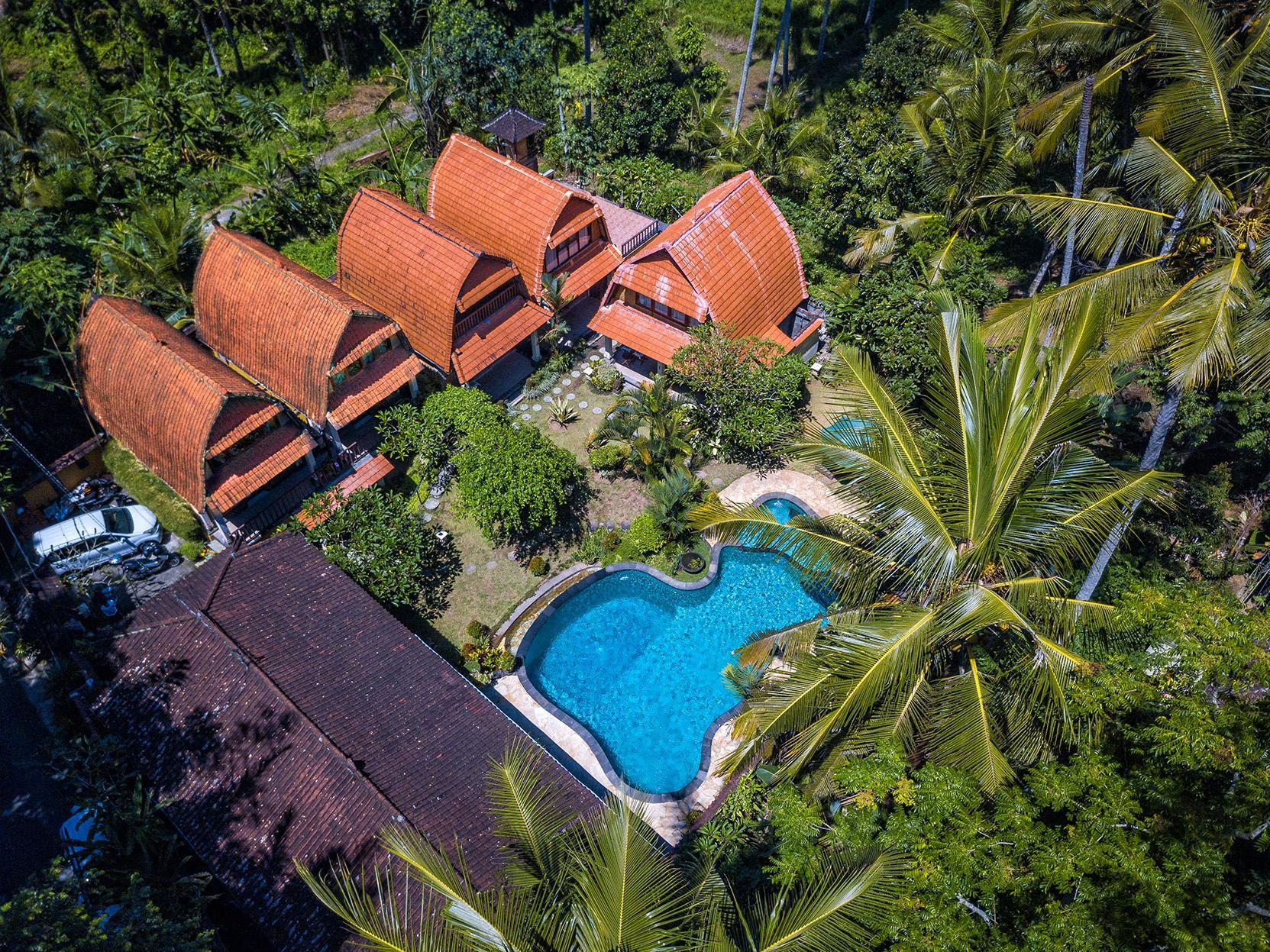 Jineng 5BR Villa With Pool And Garden View   Kitchen