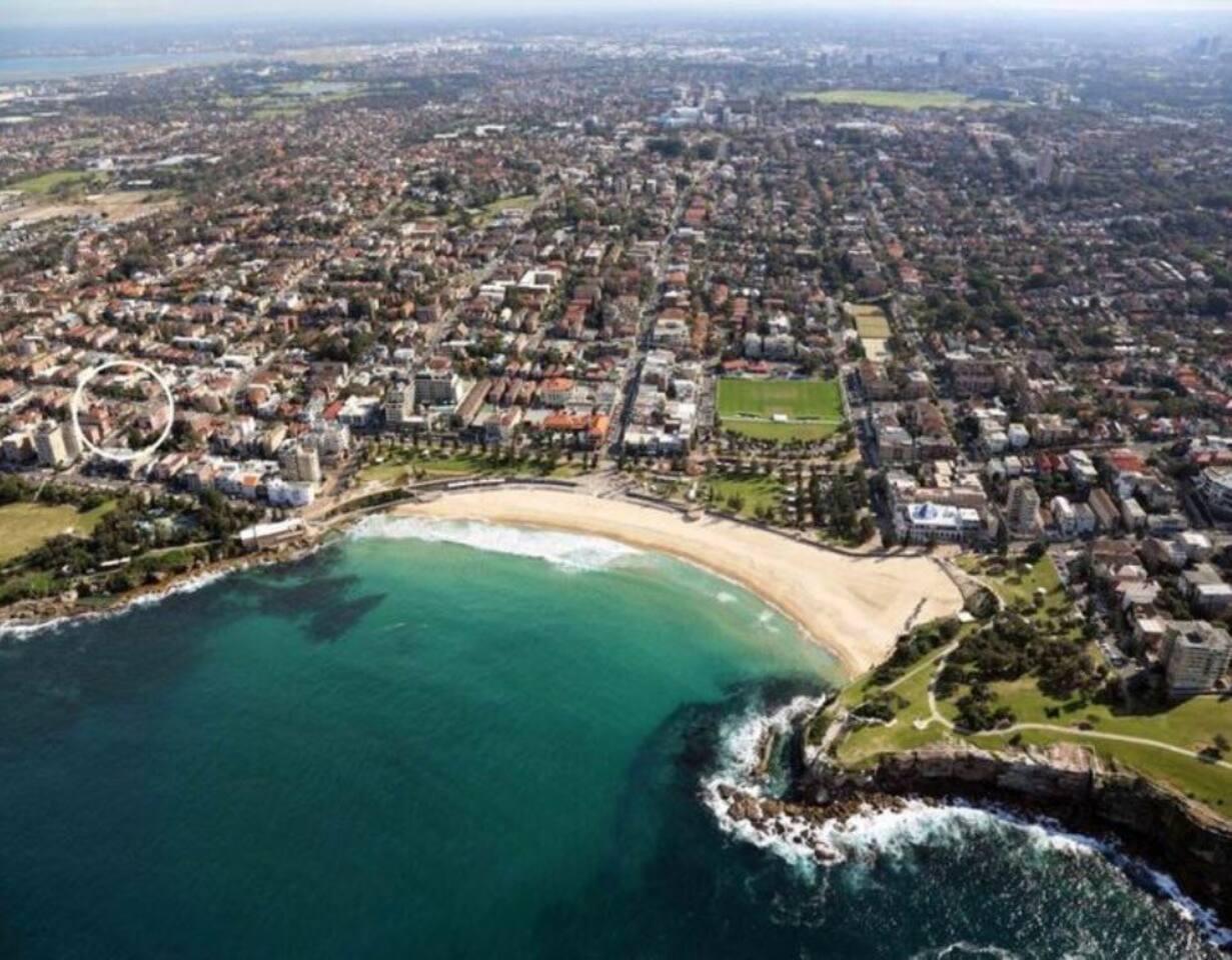 Luxury Beachside Pad   200 Metres Door To Sand