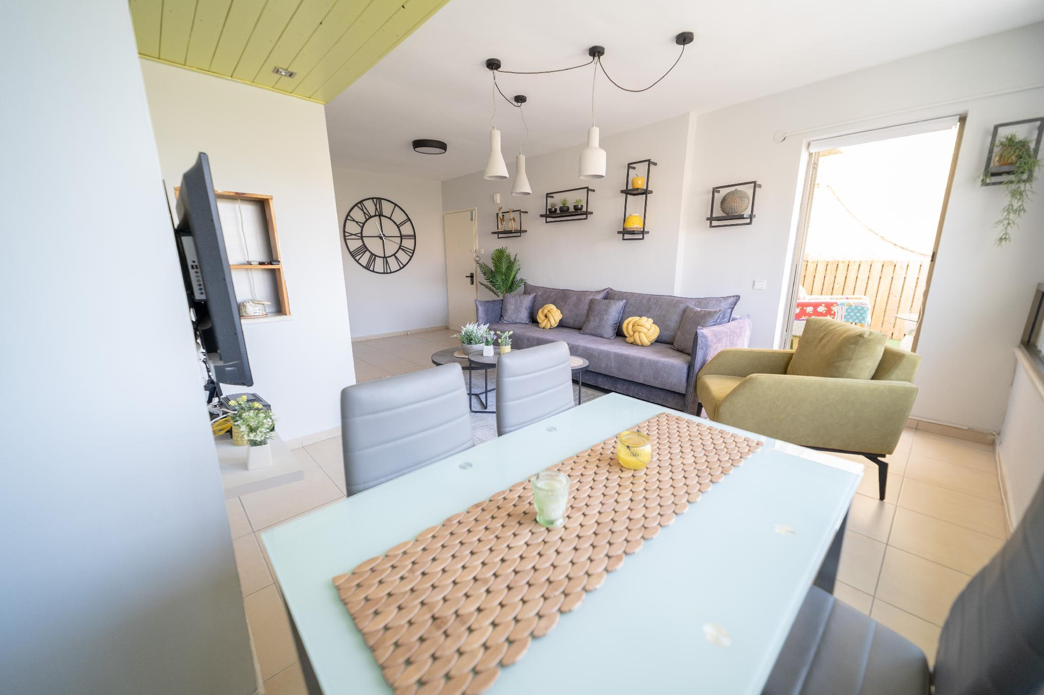 Stylish 2BR Apartment & Balcony