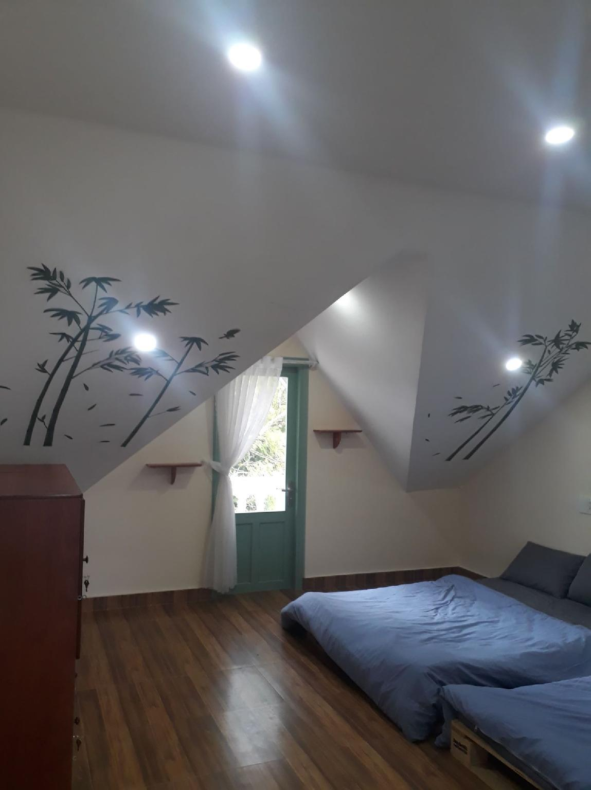 UNICORN's HOUSE   Attic Room