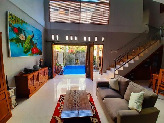 Emery suit privat villa