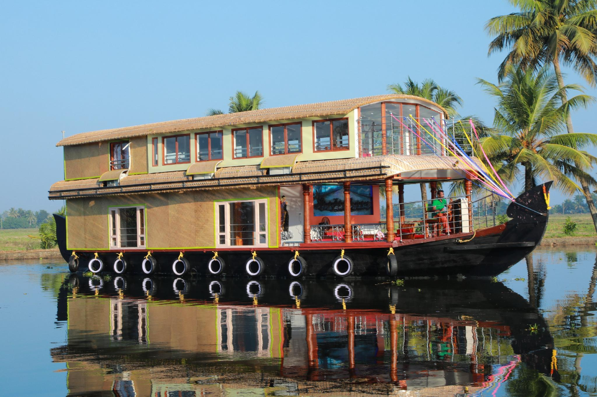 Beachparadise Daycruise Houseboat
