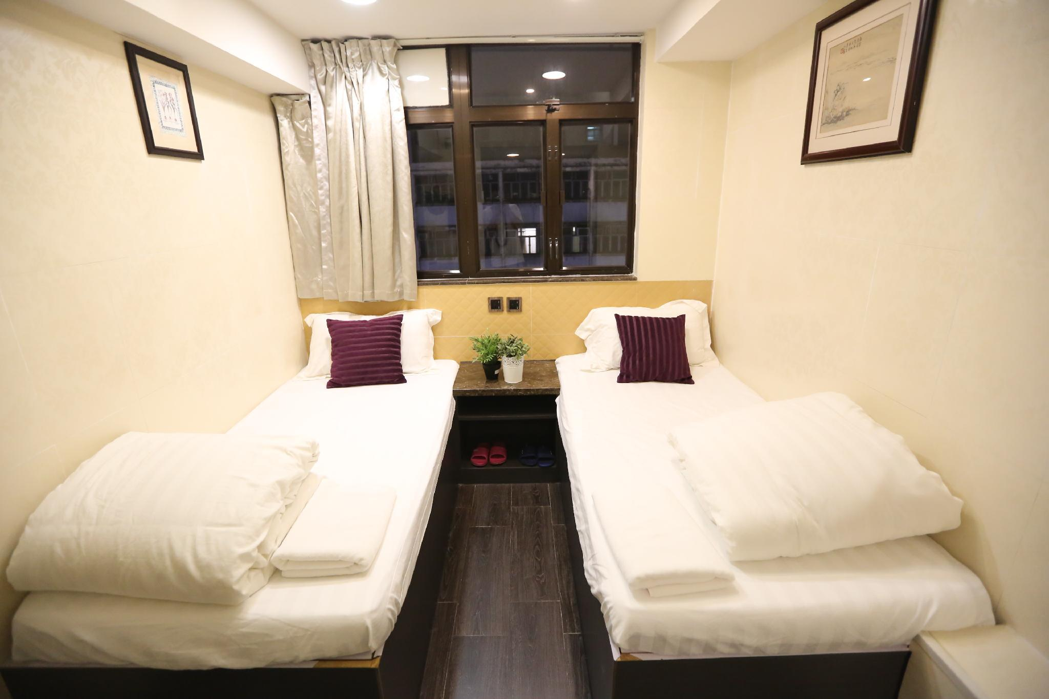 1502 Mini Room One Bedroom With Open Area Kitchen