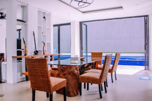 Berawa Beach Modern Style  3 BR Family Villa Damar