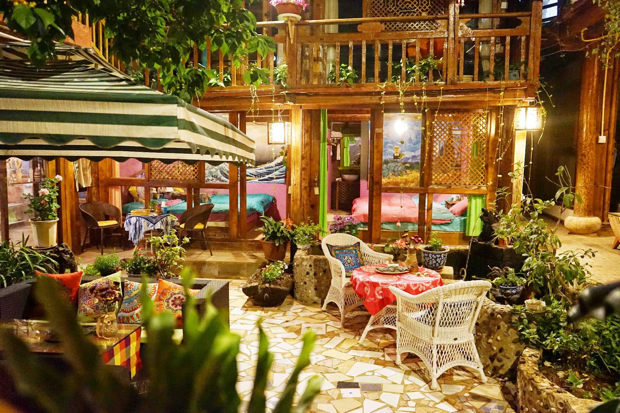 Twelfth Night Lijiang Shuhe Old Town King Bed Room