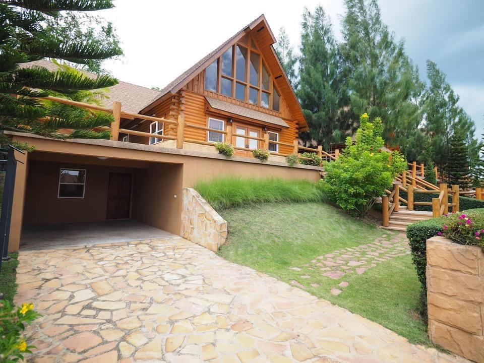 Toscana Valley Log Home
