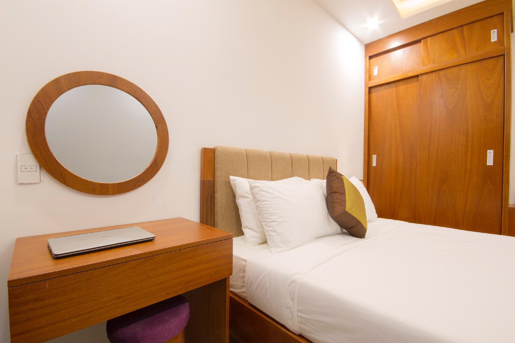 SwanSea Beach HotelandApartment
