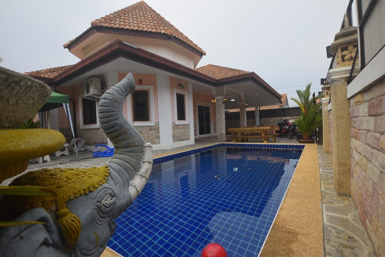 Baan Grand Pool Villa